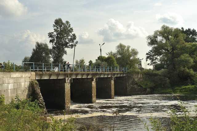 Дамба на реке Суходрев